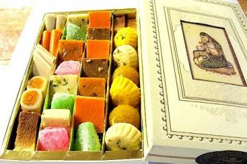 Classic Mix Indian Sweets, 2 Lbs Gift Box